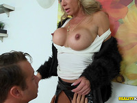 Mad savory blond Raquel Sultra can't live without his pole