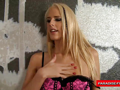 Skinny blond can't live without anal