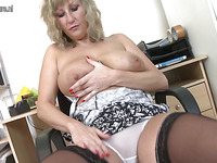 Mature lady is taking stuff inside her dirty fine pussy hole